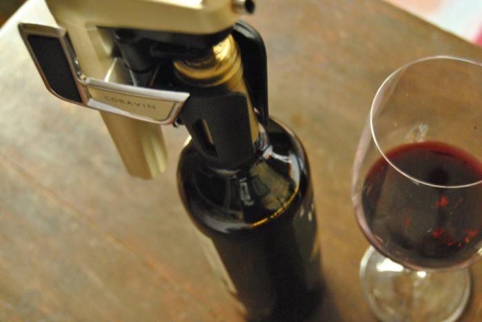 Sistema para tomar vino sin abrir el corcho
